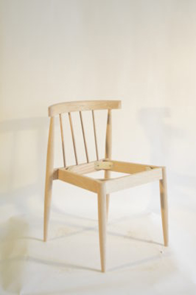 Optional spindles, upholstered seat, oak, fabric and finish options